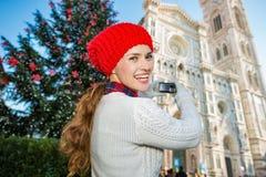 La foto que tomaba turística de la mujer de la Navidad adornó Florencia Imagen de archivo libre de regalías