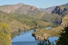 La foto Shooted dal livello della catena montuosa Altomira di Albalate mostra il fiume di Tajo al suo passaggio da Albalate De Zo Fotografia Stock