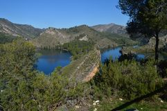 La foto Shooted dal livello della catena montuosa Altomira di Albalate mostra il fiume di Tajo al suo passaggio da Albalate De Zo Fotografia Stock Libera da Diritti