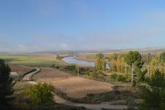 La foto Shooted dal livello della catena montuosa di Albalate mostra il fiume di Tajo al suo passaggio da Albalate De Zorita Paes Fotografia Stock Libera da Diritti