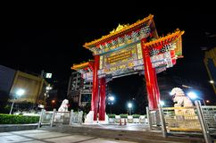 La fotografía de la noche de la puerta de China llamó el ` el ` de Odean en el camino de Yaowarat como señal del ` s Chinatown de Imágenes de archivo libres de regalías