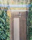 La fotografia aerea verticalmente stata allineata di un'area del campo ha funzionato dalla a Fotografie Stock Libere da Diritti