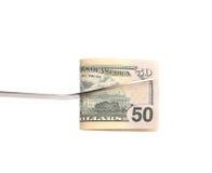 La fourchette de BBQ tient le billet de cinquante dollars. Photographie stock libre de droits