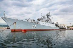 La frégate Smely de la marine bulgare se tient à Varna Images libres de droits