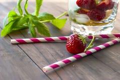 La fragola, la menta ed il cocktail attaccano - gli ingredienti per la fragola Fotografie Stock