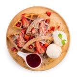 La fragola waffles salsa della fragola del briciolo e gelato Immagine Stock Libera da Diritti
