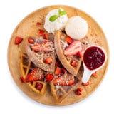 La fragola waffles salsa della fragola del briciolo e gelato Fotografia Stock
