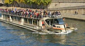 La Francia, Bateau pittoresco Mouche nella città di Parigi Fotografia Stock Libera da Diritti