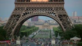 LA FRANCIA, PARIGI: Costruzioni, pentola orizzontale stock footage
