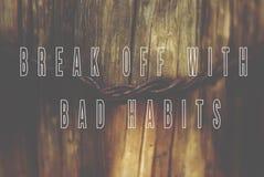 La frase interrompe con le cattive abitudini scritte sul BAC di legno naturale Immagini Stock