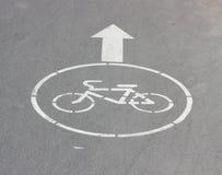 La freccia bianca e firma una bicicletta. Fotografia Stock