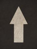 La freccia di lerciume firma la strada Fotografie Stock