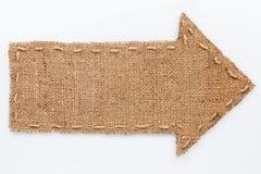La freccia di tela da imballaggio si trova su un fondo bianco Immagine Stock Libera da Diritti
