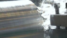 La fresadora del primer actúa con el detalle con los soplos del vapor almacen de metraje de vídeo