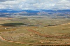 La frontiera di stato fra Rosiey e la Mongolia nel Altai Mounta fotografia stock libera da diritti