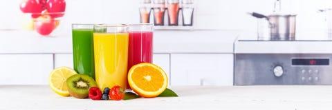 La fruta anaranjada de la bandera de las naranjas de los smoothies del smoothie del jugo da fruto Foto de archivo