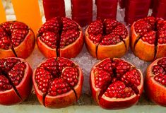 La fruta de la granada es deliciosa Fotos de archivo libres de regalías
