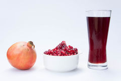 La fruta de la granada es rica en vitaminas Coma una fruta o un jugo Foto de archivo libre de regalías