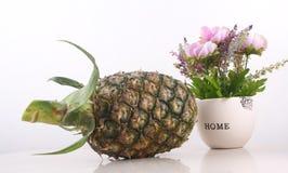 La fruta de la piña es una fruta tropical que es amarga y dulce Imagen de archivo libre de regalías