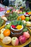 la fruta del frash adorna en la bandeja para la adoración para dios del hindi en diwava Fotografía de archivo