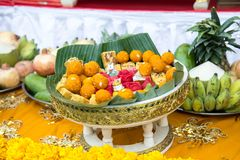 la fruta del frash adorna en la bandeja para la adoración para dios del hindi en diwava Imagenes de archivo