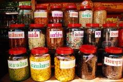La fruta y verdura conserva en la tienda Tailandia del recuerdo Foto de archivo libre de regalías