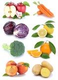 La frutta e la raccolta delle verdure hanno isolato l'automobile arancio della pesca della mela Immagini Stock