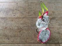 La frutta o Pitaya del drago ha affettato immagine stock libera da diritti