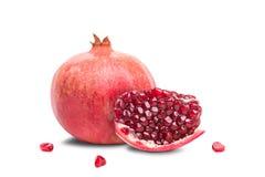 La frutta succosa del melograno si trova su un fondo bianco Immagine Stock Libera da Diritti