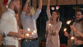 La fucilazione dell'interno dei nuovi anni fa festa stock footage