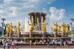 La fuente de la amistad de la gente en centro de exposición de Todo-Rusia, Fotografía de archivo