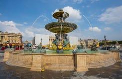 La fuente de los mares en la plaza de la Concordia en París Uno de los cuadrados más famosos de París, Francia fotografía de archivo