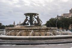 La fuente de Tritón fuera de La Valeta Fotos de archivo