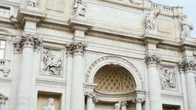 La fuente del Trevi es una fuente en Roma, Italia existencias Es la fuente barroca más grande en la ciudad Está situado en almacen de metraje de vídeo