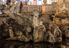 La fuente del tritone en Düsseldorf Fotos de archivo libres de regalías