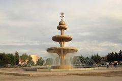 La fuente Ehson en la ciudad de Khujand, Tayikistán imagenes de archivo