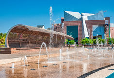 La fuente en el centro de la ciudad Imagenes de archivo