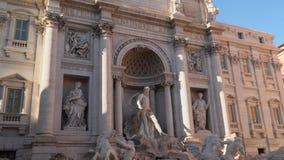 La fuente famosa del Trevi en Roma, Italia almacen de metraje de vídeo