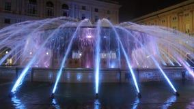 La fuente iluminada por la tarde de Piazza De Ferrar metrajes