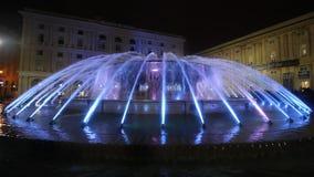 La fuente iluminada por la tarde de Piazza De Ferrar almacen de video