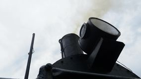 La fumée de la cheminée de la locomotive banque de vidéos