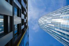 La géométrie d'immeuble de bureaux