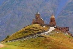 La Géorgie, église de Tsminda Sameba Gergeti Photos stock