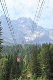 La góndola en la manera abajo del Zugspitze Fotos de archivo libres de regalías