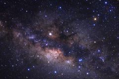 La galassia della Via Lattea con le stelle e lo spazio spolverano nell'universo immagine stock