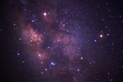 La galassia della Via Lattea con le stelle e lo spazio spolverano nell'universo fotografia stock