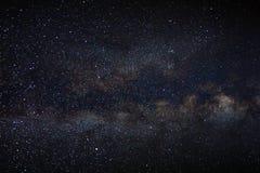 La galassia della Via Lattea di panorama con le stelle e lo spazio spolverano nel unive Fotografie Stock Libere da Diritti