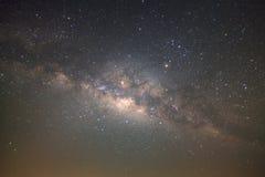 La galaxie de manière clairement laiteuse avec des étoiles et l'espace époussettent dans l'univer photographie stock