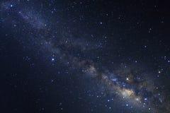La galaxie de manière clairement laiteuse avec des étoiles et l'espace époussettent dans l'univer photographie stock libre de droits
