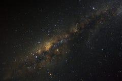 La galaxie de manière clairement laiteuse avec des étoiles et l'espace époussettent dans l'univer image stock
